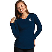 Antigua Women's New York Yankees Flip Navy Long Sleeve V-Neck Shirt