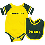 Colosseum Infant Oregon Ducks Roll-Out Onsie And Bib Set